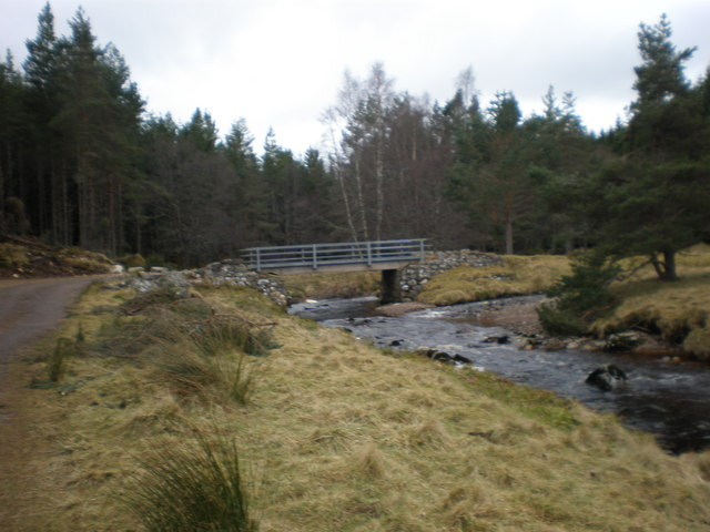 Kyllachy Burn and Bridge on Farr - Garbole Road