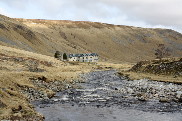 Coignafearn Lodge along the Findhorn