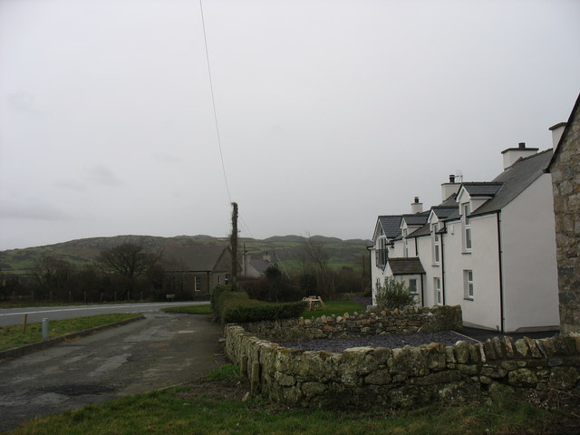 Cottages alongside the A5025 at Llaneuddog