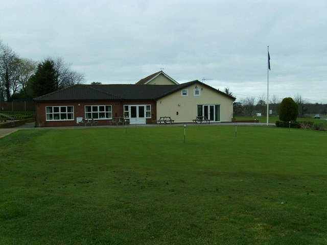 Diss Golf Club - Clubhouse and practice putting green.