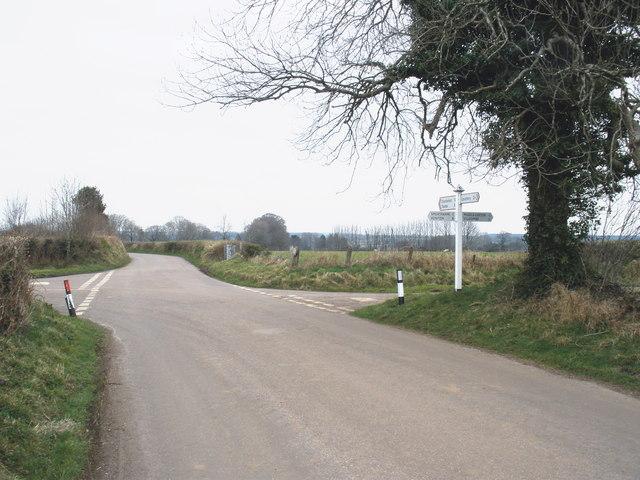 Holemore Cross