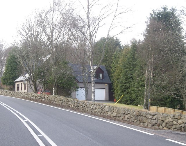 Another cottage between A93 and Bogloch Burn