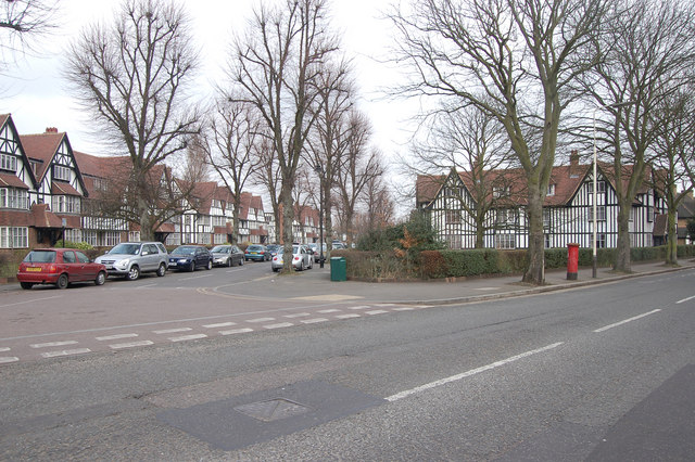 Junction of Links Road and Queens Drive, Acton, W3 (2)