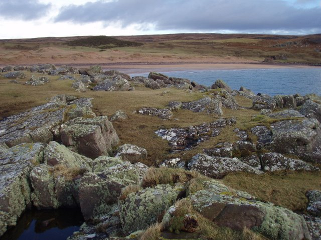 Rocks and grass of Eilean Tioram