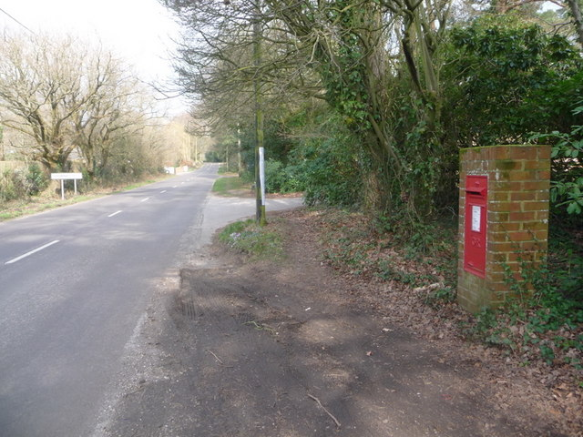 Bransgore: postbox № BH23 33, Burley Road