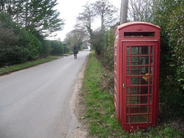 Tiptoe: telephone box