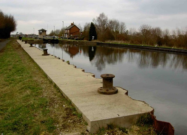 Sykehouse lock on the New Junction Canal