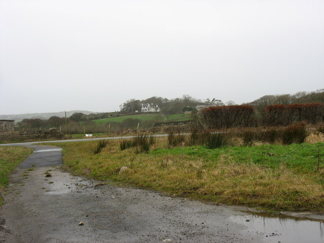 Abandoned piece of the old Cochwillan road near the junction with the A5025