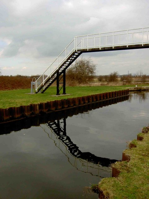 Footbridge across the New Junction Canal
