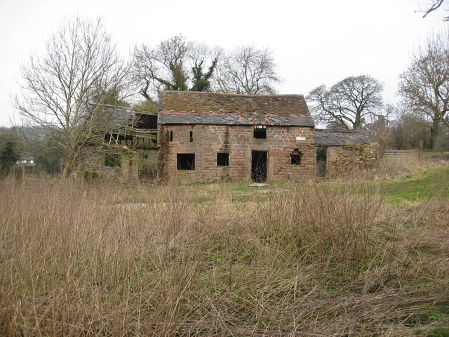 Derelict building on path to Bolehill