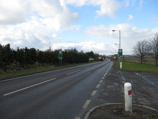 Looking towards Crombie on the Kincardine road