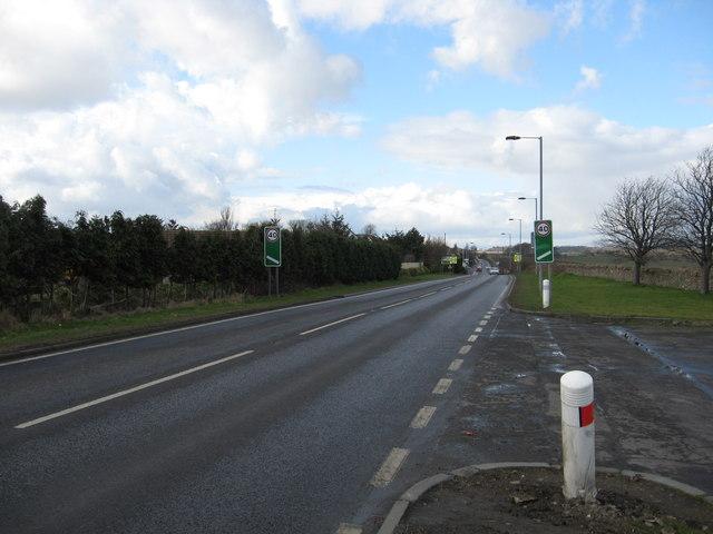 Looking towards Crombie on the Kincardine road