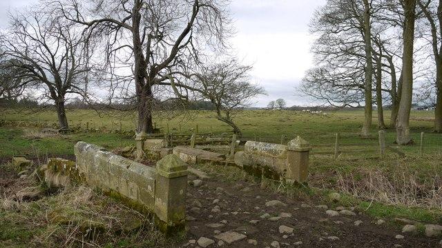 Second crumbling estate bridge between Fenwick Lodge and Fenwick Shield