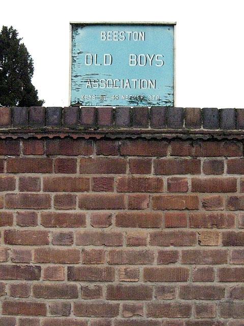 Old Boys Association, Useless Sign