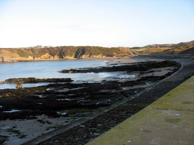 The rocky south-western end of Traeth Mawr