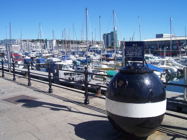 Plymouth : Sutton Harbour & Naval Mine