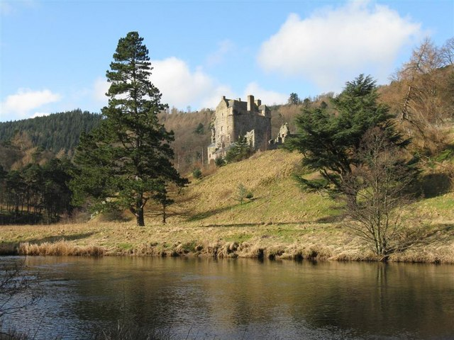 Neidpath Castle from across the River Tweed