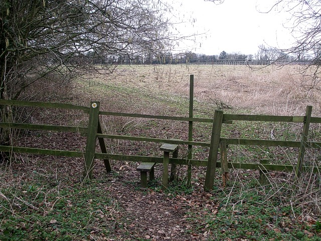 Stile & footpath off Ashotts Lane