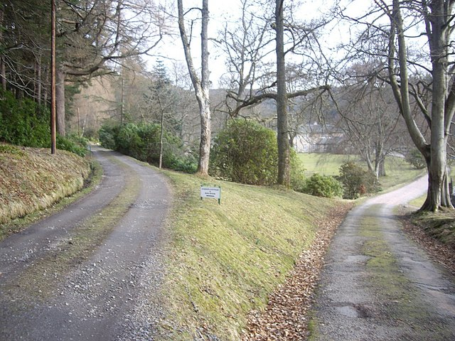 Driveway divides to west of Woodend House