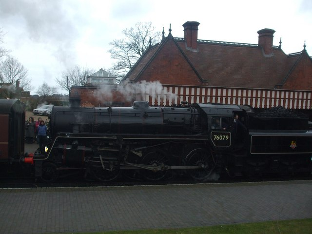 76079 pulling into the station