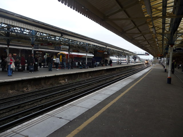 Basingstoke : Basingstoke Railway Station