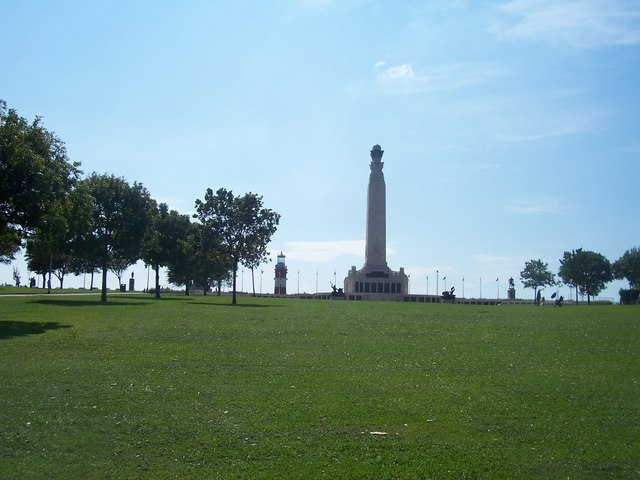 Plymouth : War Memorial & Smeaton's Tower