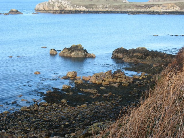 Differential erosion on the south side of Porth Padrig