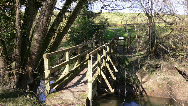 Footbridge over tributary to the Rother