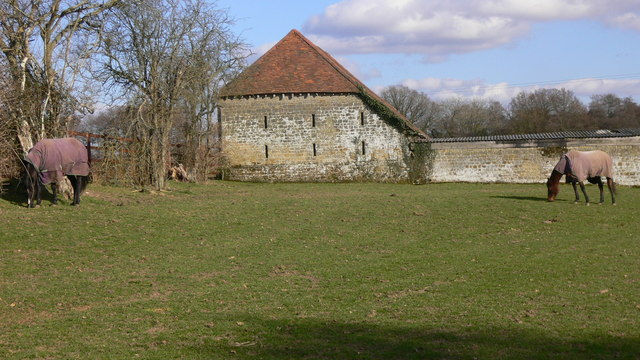Barn and grazing horses at Chithurst