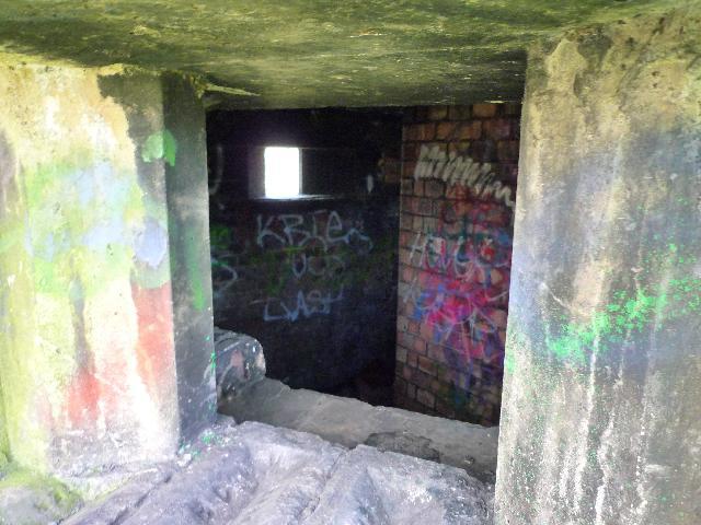 Pillbox: S0007012, Brookside, Yeading (interior)