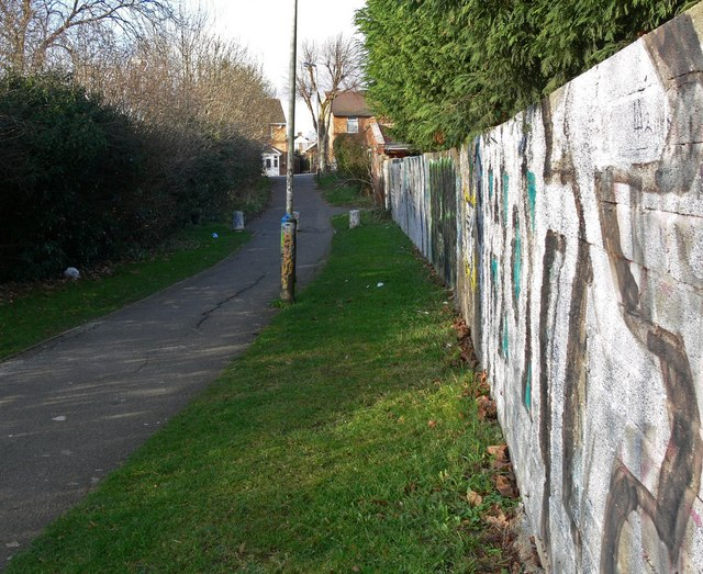 Alleyway to Knighton Lane East