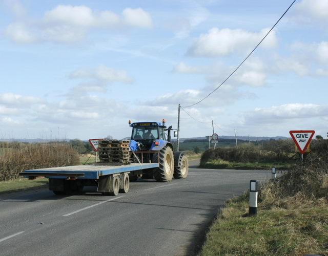 2009 : Tractor and trailer at the crossroads