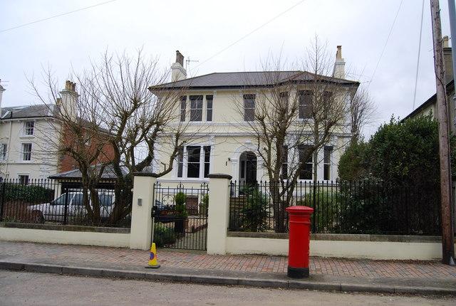 Postbox & Victorian Villa, Queen's Rd