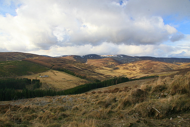 Glen Ogil from the slopes of Pinderachy