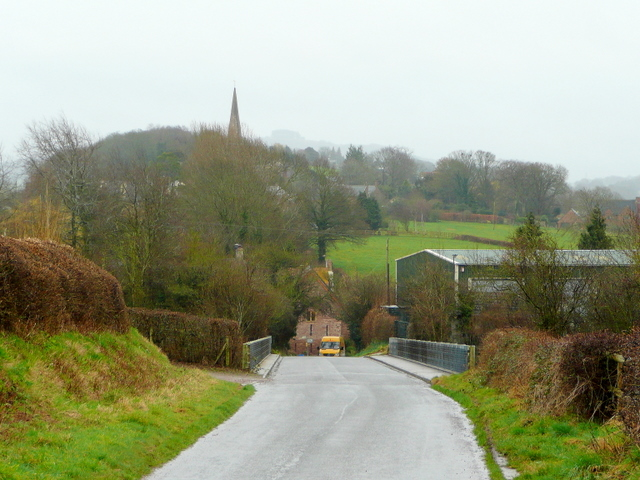 Approaching Linton from the north-west