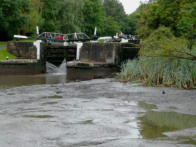 Hatton Locks No 44 and an empty pound, Warwickshire