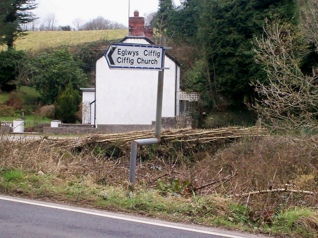 Bendy sign pointing to Ciffig Church