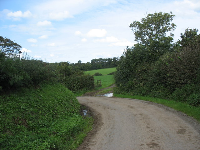 Sharp bend in the road north of Hendre