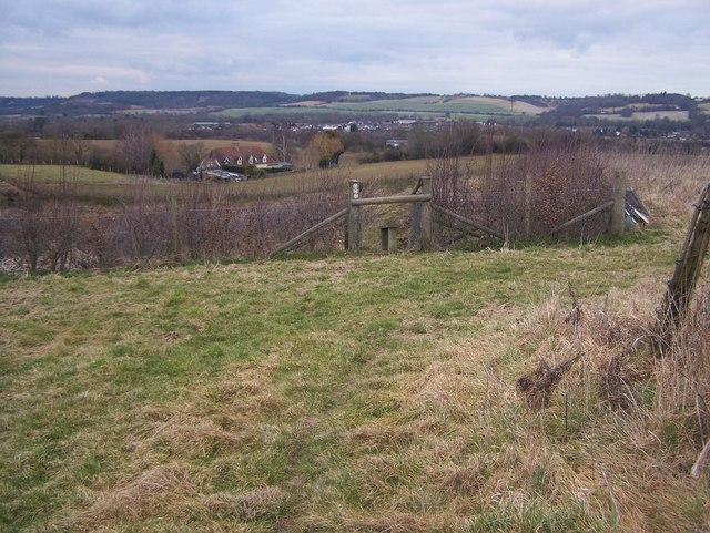 Footpath junction near Fairbourne Manor Farm