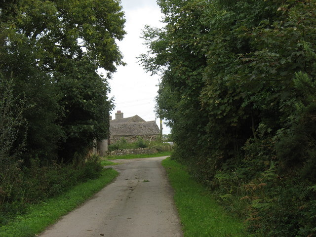 Approaching the sharp bend by Maen Eryr Farm