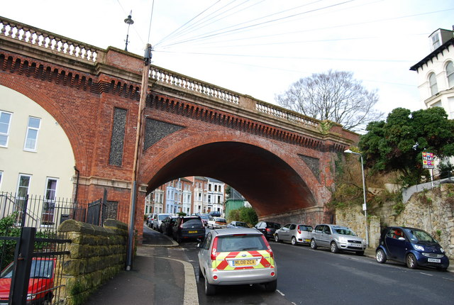 Linton Rd Bridge crosses Braybrooke Terrace