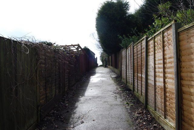 Footpath off Priory Avenue