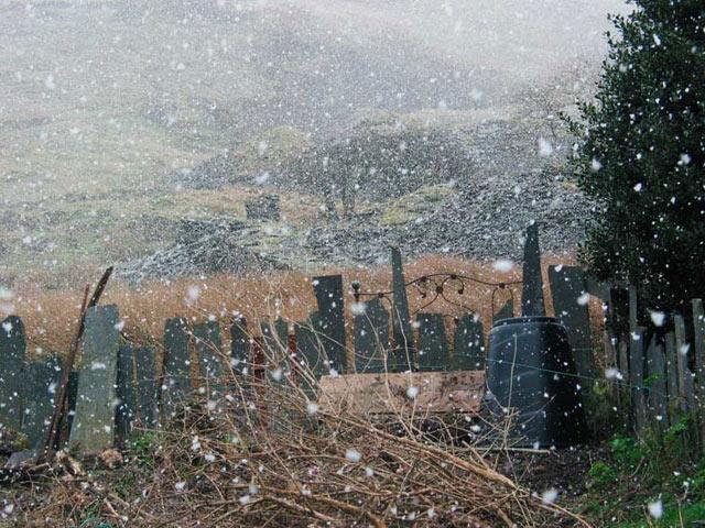 Slate fence and disused slate workings, Corris Uchaf