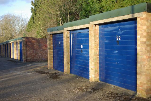 Lock-up garages, Bilton