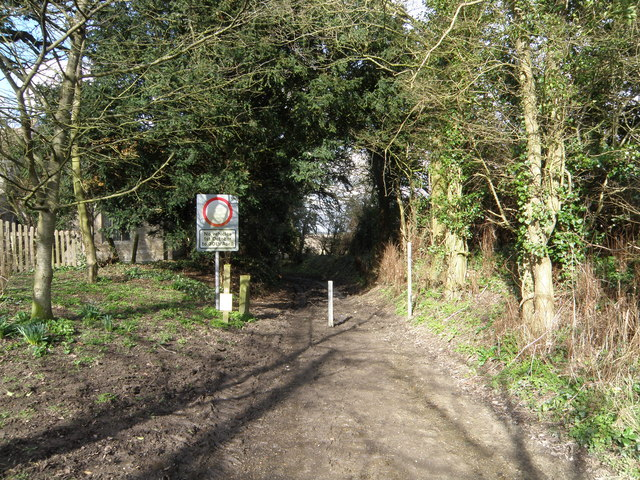 Byway entrance /exit at  Stow Longa