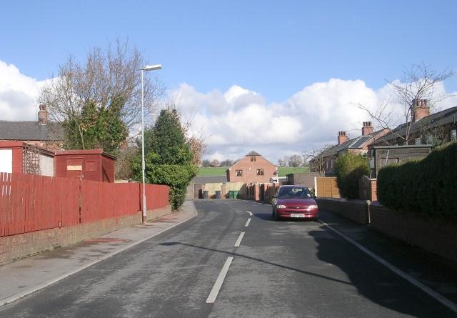 Farfield Avenue - Carlinghow Lane