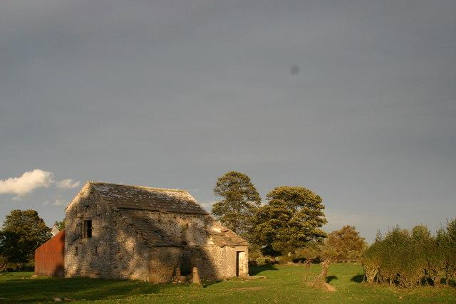 Derelict barn east of Boldron village