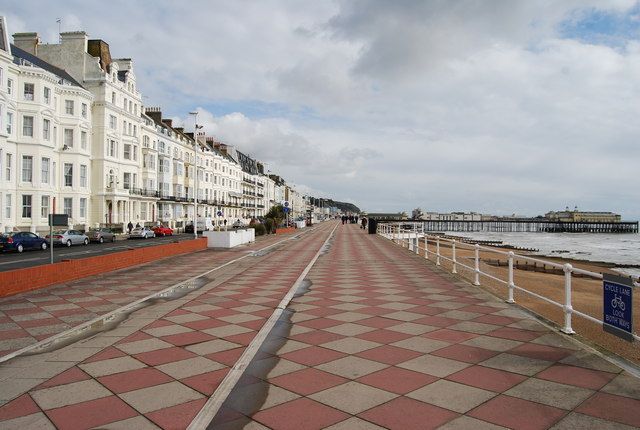 Looking eastward along the promenade to Hastings pier