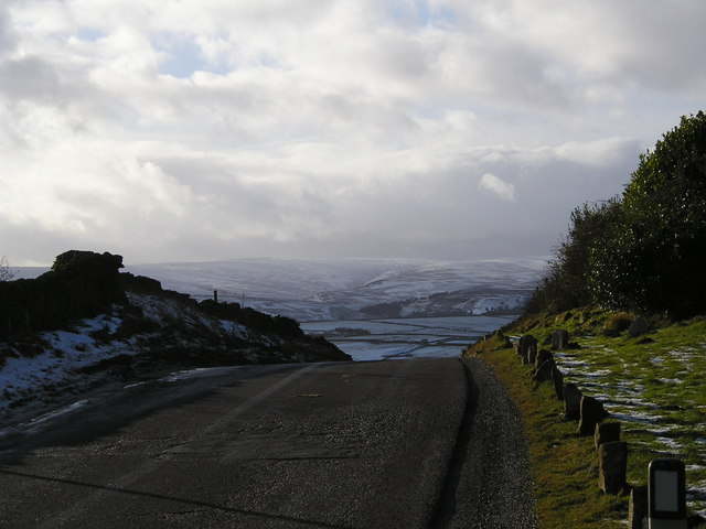 Hartcliffe Road looking over Woodhead Pass