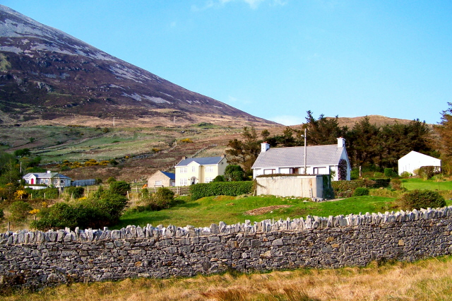 Dunlewy - Homes at base of Mt Errigal south of R251
